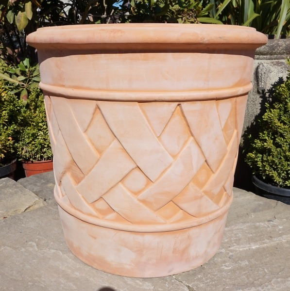 Tuscan Giant Lattice Pot Medium-321