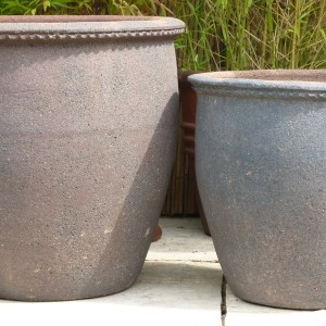 Old Stone Tall Scallop Rim Pot